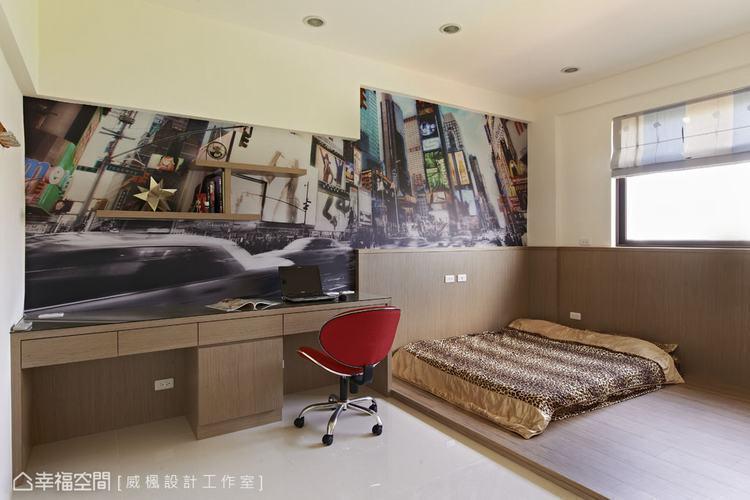 ▲大圖輸出是現階段空間設計經常會用到的素材,這間相當簡潔的男孩房裡,就是以大圖輸...