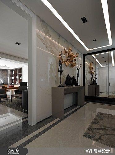 為了注重居住品質及健康問題的屋主設想,玄關選用仿真度極高的義大利進口的仿大理石紋...