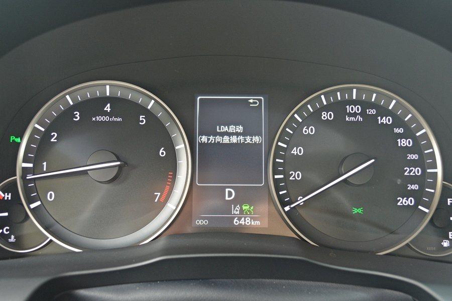此次改款,全車系都追加了LEXUS最新的主動式安全系統Lexus Safety System +,內含PCS防追撞系統,能偵測前車,適時發出警示,並且增加煞車力道。 記者趙惠群/攝影