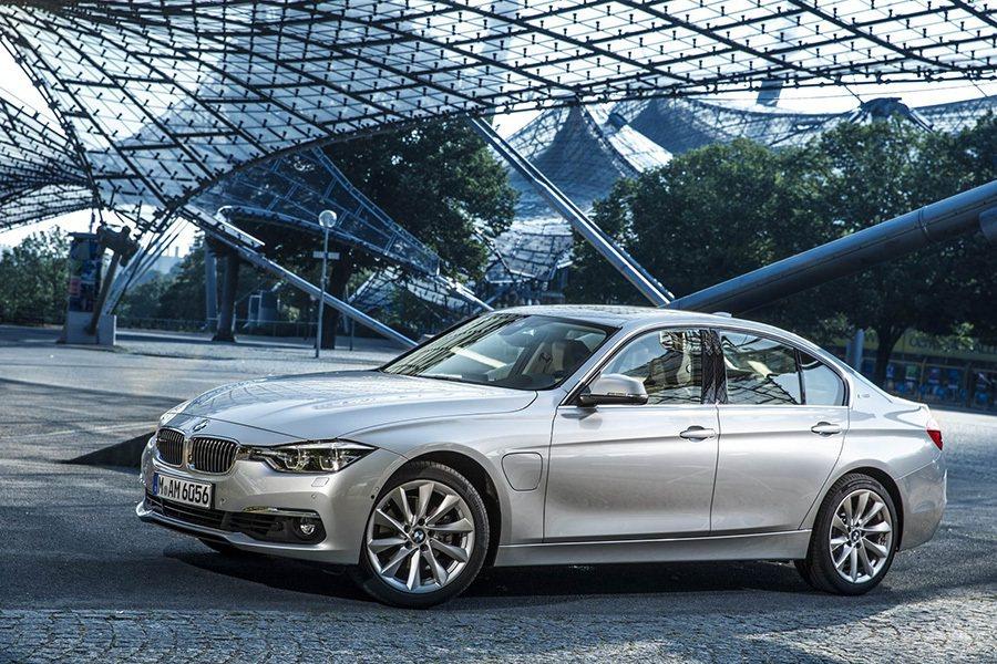 以BMW 3 Series為基礎打造的330e插電式油電混合車。 BMW提供