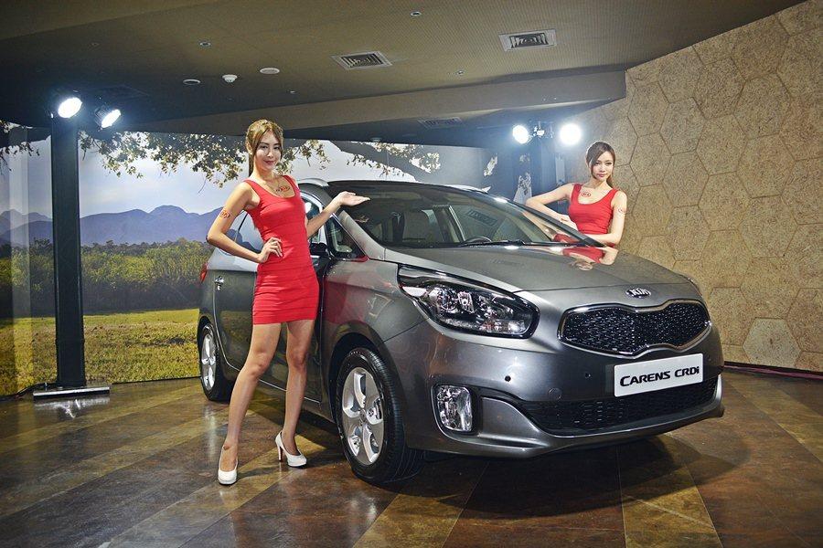 KIA總代理台灣森那美起亞公司,發表柴油版休旅Carens CRDi,並祭出壓倒國產同級車的84.9萬元起的低價,為國產休旅車市帶來強大的震撼。 記者趙惠群/攝影