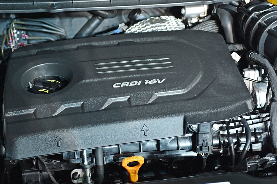 Carens CRDi搭載1.7升柴油引擎,最大馬力141.1匹,扭力34.7公米,同時配上優於同級車的7速自手排變速箱,更有一公升可跑17.2公里的低油耗。 記者趙惠群/攝影
