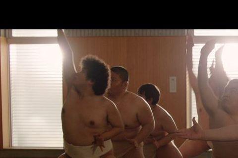 小胖林育羣主演日本導演落合賢的入圍短片「小胖相撲日記」頗受矚目,小胖還在片中秀歌喉又挑戰相撲。
