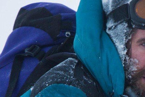 根據真人實事改編的冒險電影「聖母峰」,描述兩組登山隊伍攻頂的艱辛過程。為了讓演員感受登山者的實際體驗,導演巴塔薩科馬庫要求演員們得真的接受高海拔訓練。演員傑克葛倫霍和喬許布洛林本以為沒什麼了不起,後...