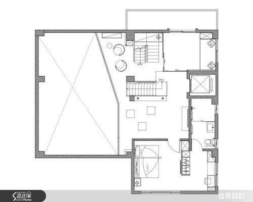 由於一、二樓之間保持了局部挑高區域,造成二樓的使用空間稍嫌不足,因此設計師另增加...