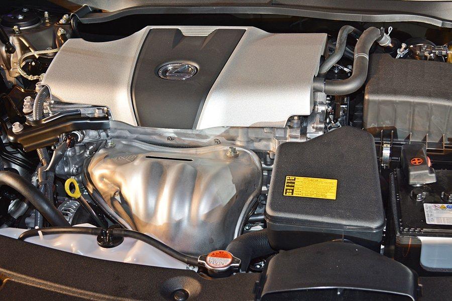主打車型ES 200採用2.0升D-4S引擎,最大馬力167PS,透過D-4S多重燃油噴射統及Stop & start引擎節能控制系統,可創造一公升跑13.9公里的平均油耗。 記者趙惠群/攝影