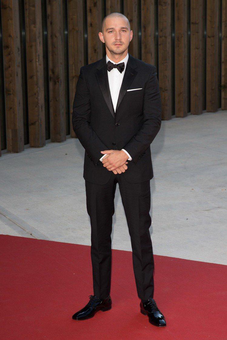 席亞李畢夫穿上 PRADA 西裝出席電影《Man Down》威尼斯影展的記者會及...