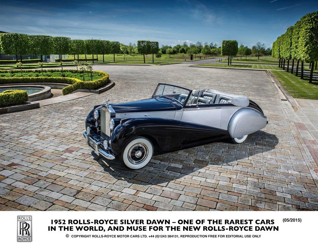 勞斯萊斯今年以全新的Dawn敞蓬車,重現40年代Sliver Dawn風華。 摘自Rolls-Royce