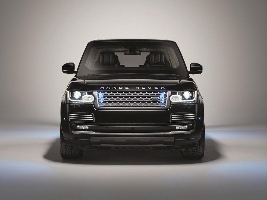 Land Rover本周發表首款由車廠的SVO客製化部門打造的防彈車Range Rover Sentinel,可抵擋步槍、機槍子彈、炸彈和手榴彈的攻擊。 圖/Land Rover提供
