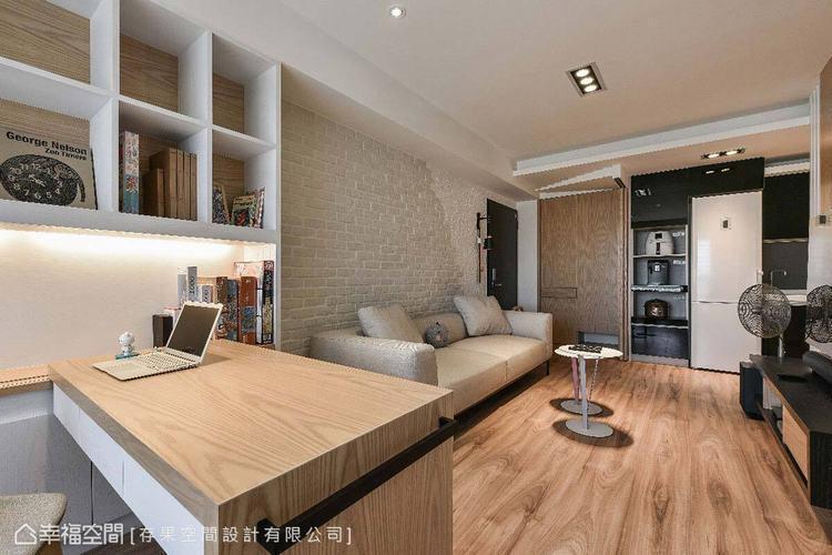 室內特別選用無限延伸木地板,減少視覺上有過多分割線,讓空間感自然延伸,變得更寬敞...