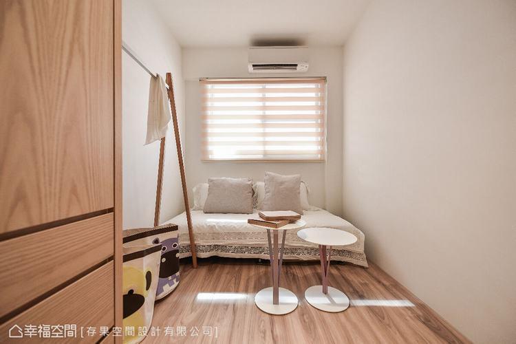 簡約清爽的空間,預留作為客房以及未來改造的彈性。