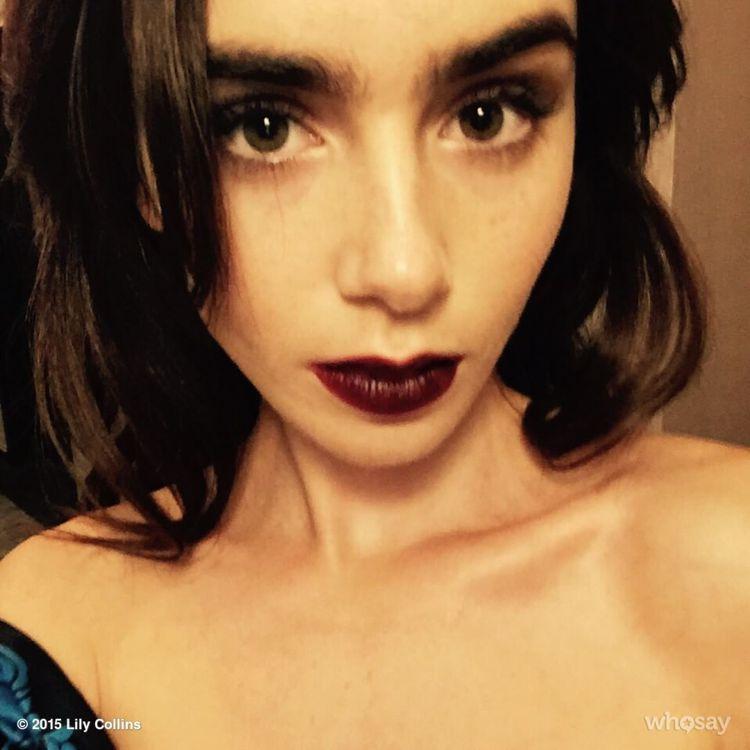 莉莉柯林斯以深色眼影與唇膏做出造型反差。圖/擷自instagram