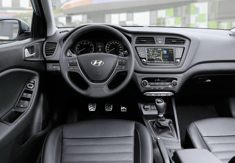 內裝格局與i20車系相似,並未因i20 Active車型而加入粗獷元素。 摘自Hyundai