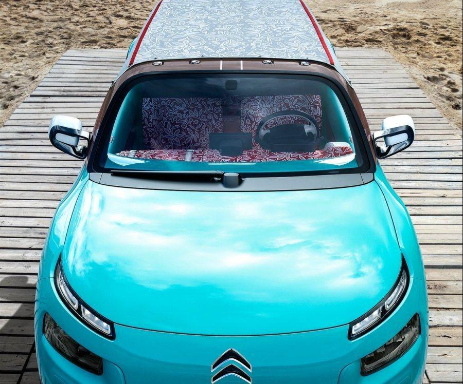 IRS(Innovative Roof System)車頂系統,透過充氣機構可搭起近180公分的充氣帳棚。 摘自Citroen