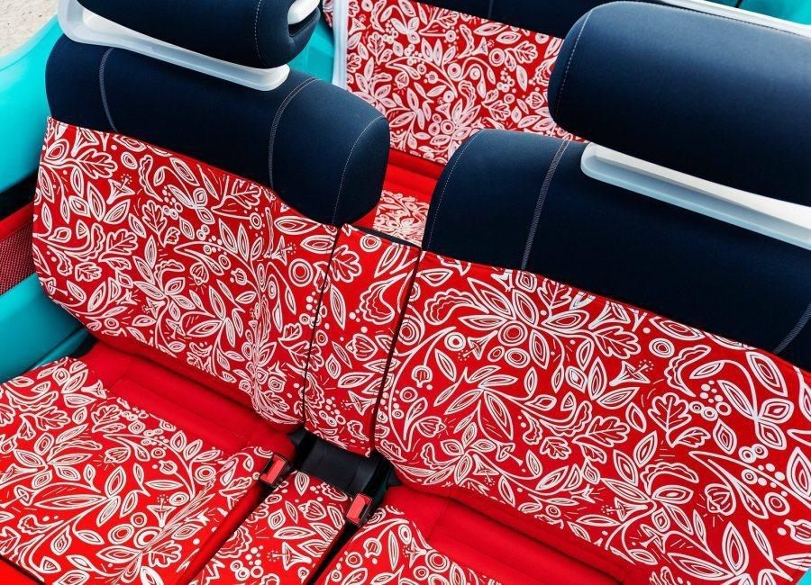 座椅採用防水材質設計,髒了可利用水柱清洗。 摘自Citroen