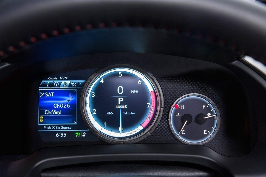 F SPORT儀表中央有全新8吋大型LCD液晶顯示螢幕。 圖/LEXUS提供