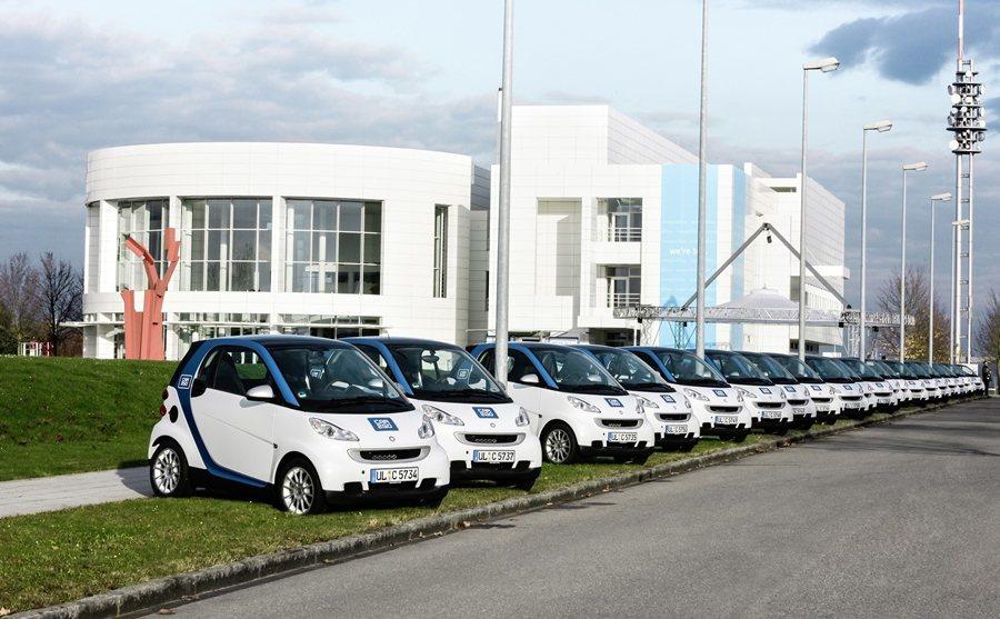 租用一台Car2go,等同於人們擁有15台私人的汽車,因此,未來許多人可能不需買一台車。 圖/Car2go提供
