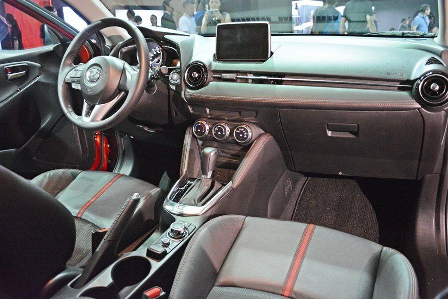 Mazda2內裝同樣有動感設計,且質感和用料都超越國產車的標準,配備水準也勝過大多數同級國產小車。 記者趙惠群/攝影