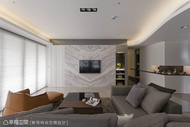 ▲在客變時期,即預先規劃好電視牆右側的內嵌櫃。