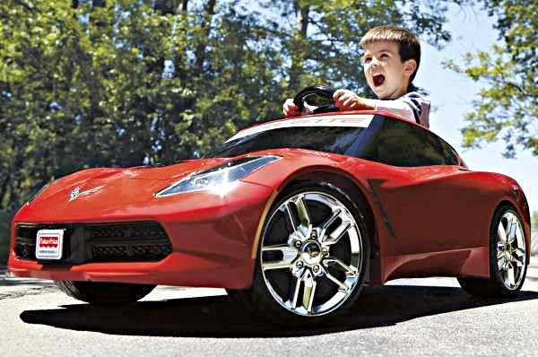 俄羅斯兩位幼兒園的小男孩覺得園內玩具車無法滿足他們,決定挖地道跳出園區,要去買一台真正的車。 圖摘自Trendhunter.com