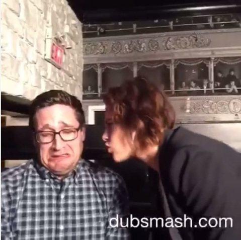 《暮光之城》系列電影女星克莉絲汀史都華日前才以光腳丫亮相威尼斯影展,昨日又傳出了她的Dubsmash影片,影片中他和MTV記者Josh Horowitz 一同對嘴模仿1992年的電影《A Leagu...