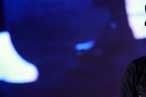 周星馳12日出席北京「算數•中國電影之喜劇之王」的數據發表會,談及新片「美人魚」上映時間。先前曾傳出周星馳有意避開王晶的「賭城風雲3」,改期在明年暑期檔推出,但周星馳親口表示,「美人魚」確定在明年春...