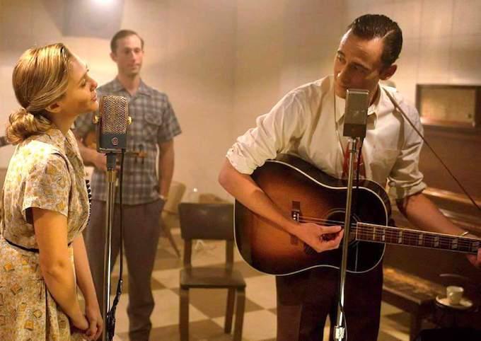 湯姆希德斯頓在《I Saw The Light》飾演美國鄉村音樂、藍調傳奇歌手漢...