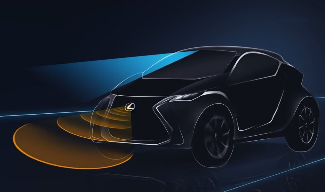 PCS預警式防護系統,可偵測與前車距離,當距離過近時會發出警告聲響,並於駕駛者踩下煞車時加強煞車力道,縮短煞車距離。 摘自Lexus.com