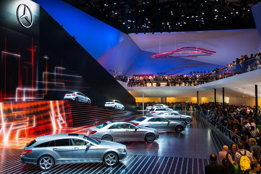 車展推出的多款首發新車,展現了讓人驚奇而且十足便利的行動通訊。 摘自IAA