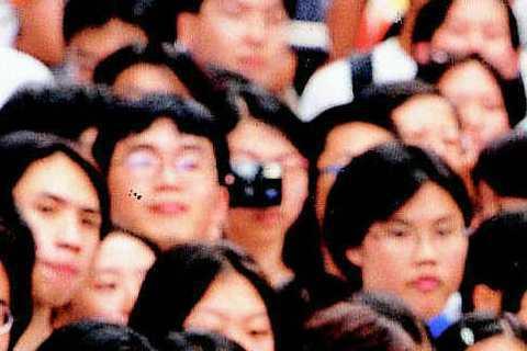 2000年時,梁詠琪在西門鬧區舉行「琪影會」,吸引大批歌迷到場合影,不過看Gigi當時的服裝,比較像是體操選手,有種「現在出場的是O號選手」,大家列隊歡迎的感覺。