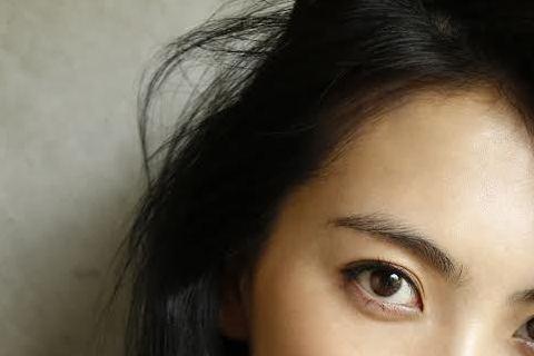 姜知英曾是南韓女子天團「KARA」成員,去年退團後,跟日本經紀公司簽約,以演員身分進軍日本演藝圈,並在電影「暗殺教室」裡頭飾演性感美豔殺手。近期,知英更擔綱微電影「那裡的天空,是怎樣的天空呢?」女主...