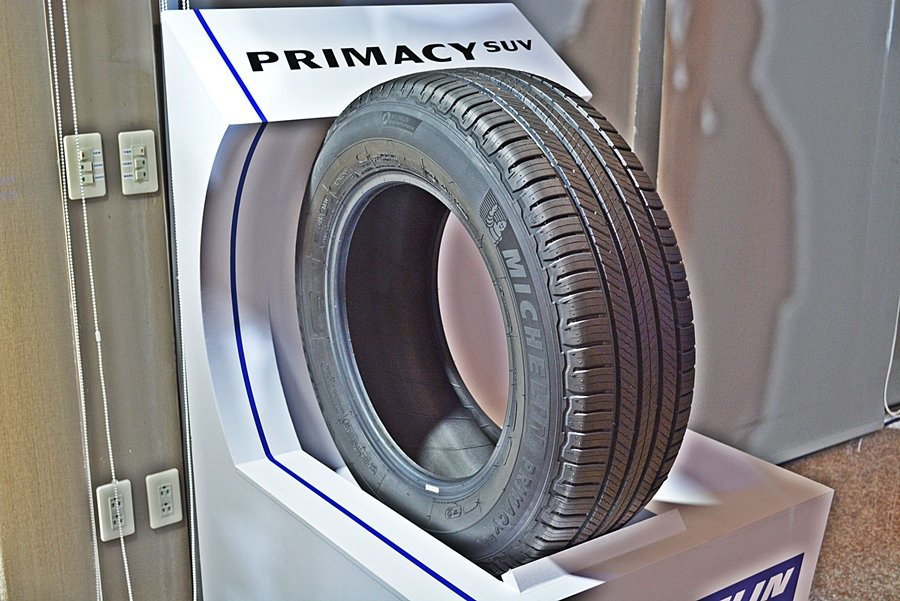 Primacy SUV有經過工程幾何計算而設計的新式樣花紋,行駛於濕滑路面,胎面刀槽花紋能夠有效劃破水膜,提升濕地抓地。 記者趙惠群/攝影