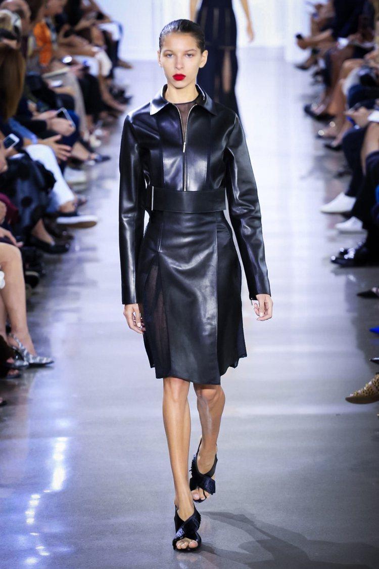 而 Jason Wu 個性的一面則透過皮革與動物紋呈現。圖/擷取自pintere...