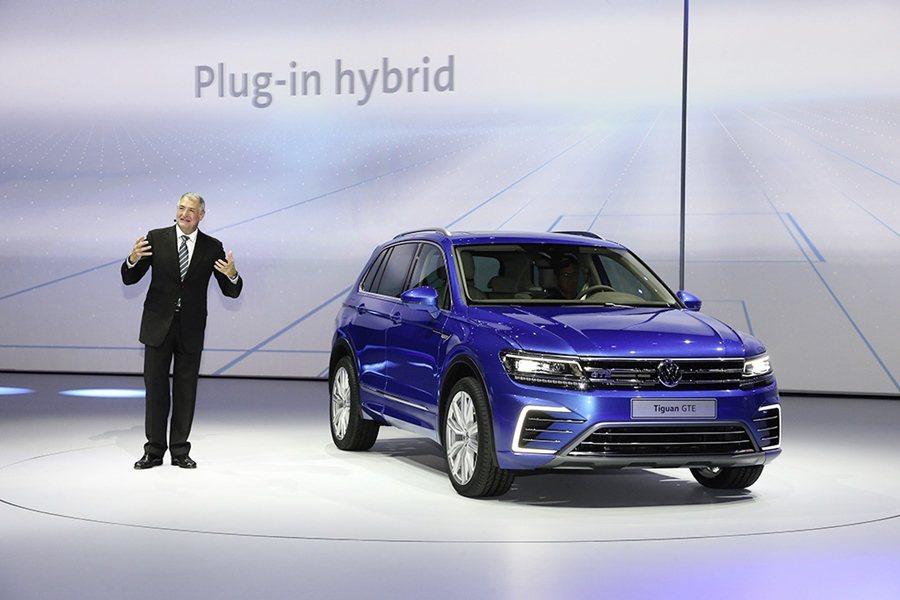 全新Tiguan也同步推出綜效馬力達218匹的插電式油電版本概念車型Tiguan...