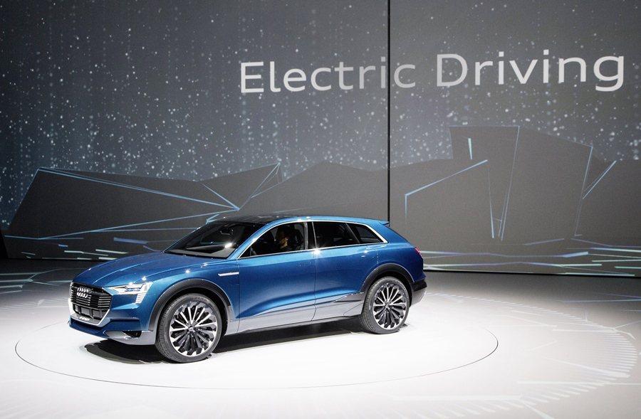 AUDI在15日法蘭克福車展前夕集團之夜,發表全新e-tron quattro純...