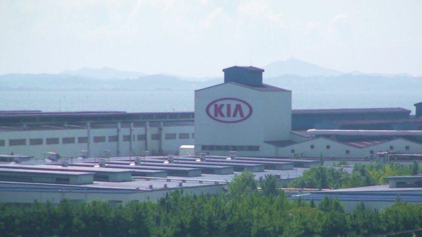 亞洲最大Kia華城工廠,製造一部車包含組裝6小時、三道烤漆10小時,總計需耗時24小時。 記者林翊民/攝影
