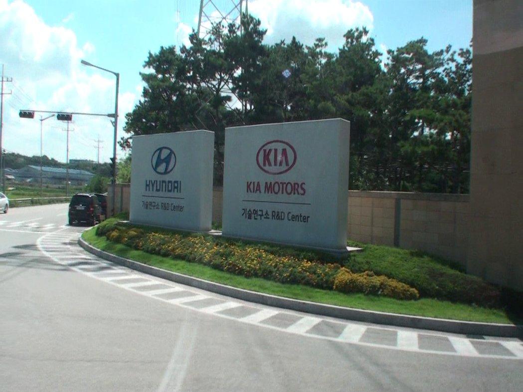 Kia原廠為了讓臺灣消費者重新認識Kia品牌,八月底發燒車訊應總代理森那美起亞之邀,特地前往南韓參訪Hyundai-Kia汽車工廠。 記者林翊民/攝影