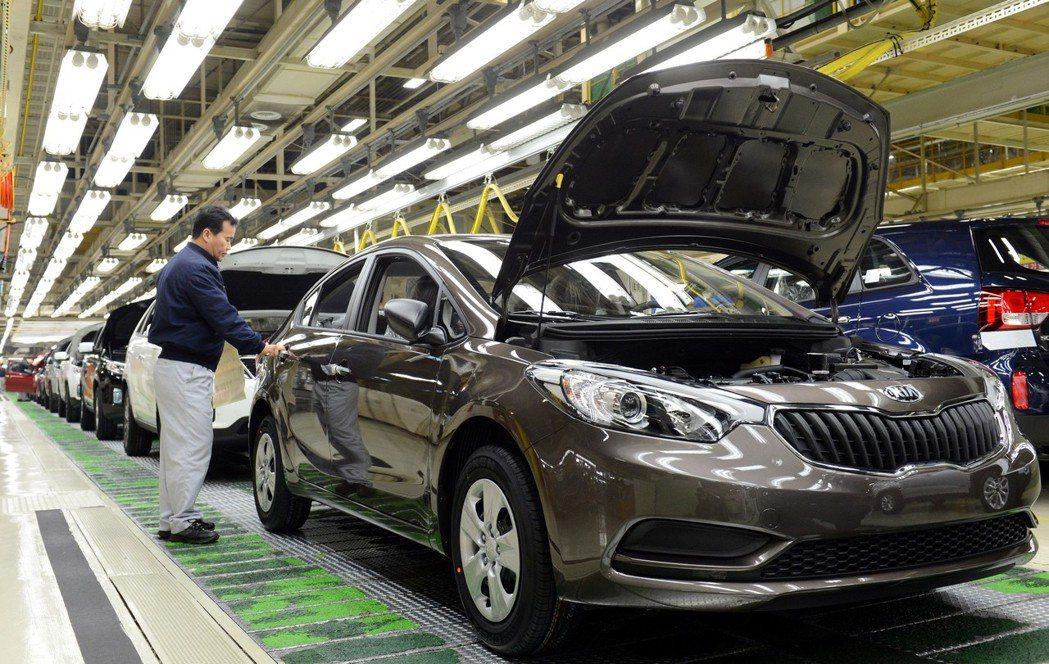 Kia華城工廠負責生產Kia旗下五種車款,計有三條焊接、兩條塗裝、三條組裝等生產線。 Kia提供