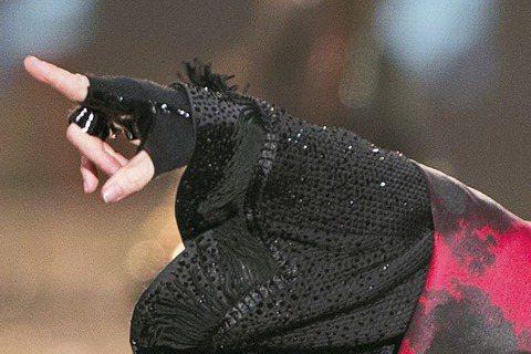理想國Live Nation Taiwan官方消息,流行樂壇「女皇」瑪丹娜史上第一次降臨台灣,以台北小巨蛋為她是亞洲巡迴的第一站,台灣歌迷再也不必專程飛日本朝聖了。目前先公布明年2月4日的首場,預料...