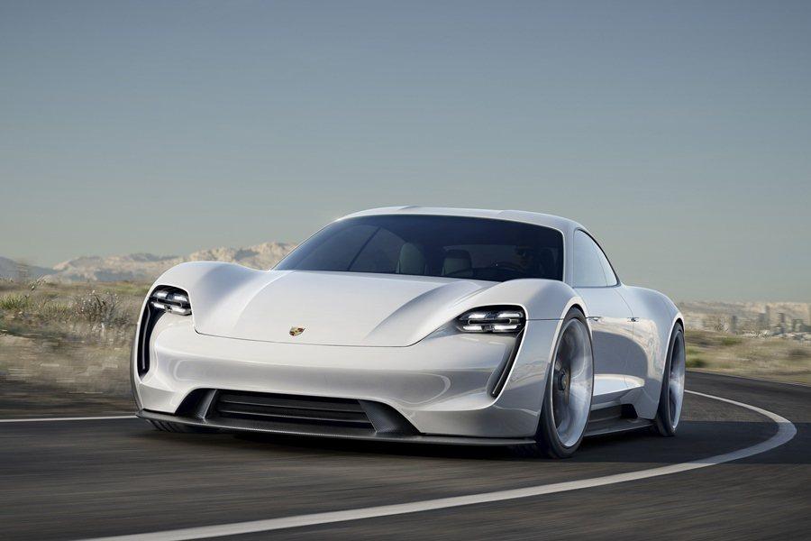 保時捷在15日則發表品牌第一台純電動概念四座跑車Mission E,從數據上,戰...