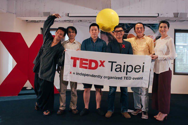 左起台灣舞蹈創作家張逸軍、火箭計劃主持人吳宗信、台灣吧創辦人Hauer、TEDx...