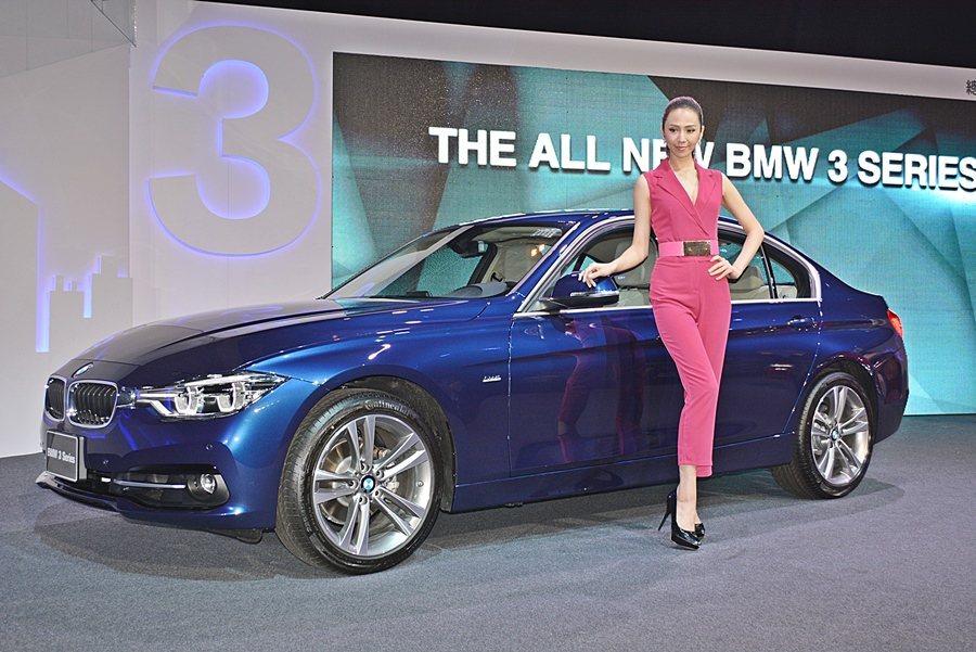 9月15日BMW總代理汎德發表本季首款新車改款3系列,造型經過修飾而更有型,並增加多項主被動安全配備,還換上新的Twin Turbo渦輪增動力。 記者趙惠群/攝影