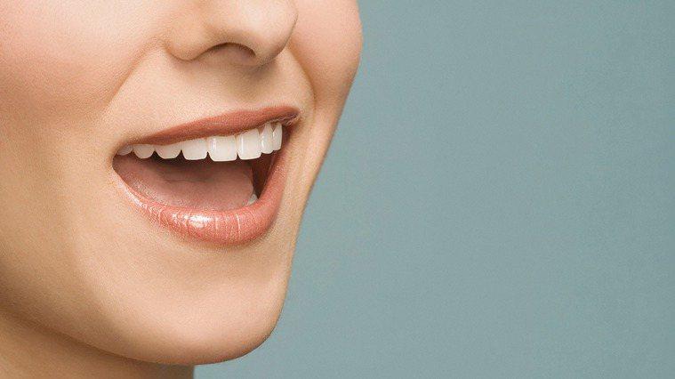 防止口臭,應養成定期洗牙及口腔檢查的習慣。 圖/ingimage