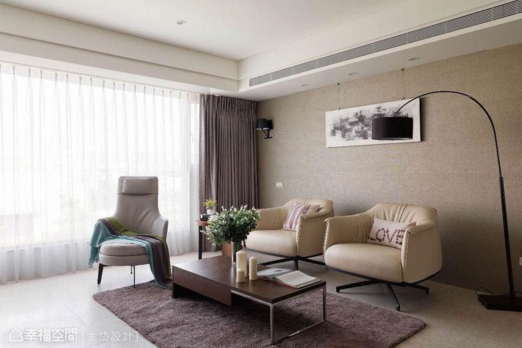 ▲讓使用更為彈性的單椅配置,色系上更與空間的淺色基底搭襯協調。