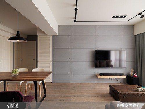 電視牆面以淺灰色水泥板打造而成,簡單俐落勾勒出細膩個性。 圖片提供/陶璽空間設計
