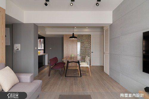 設計師選用超耐磨木地板舖陳整體空間,提升了居家的舒適質感。 圖片提供/陶璽空間設...