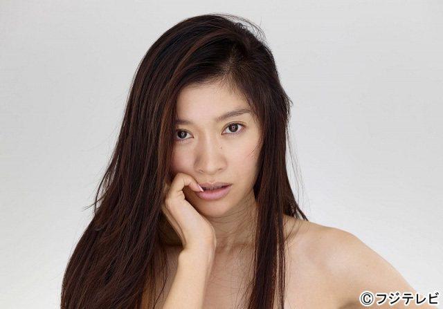 富士電視台近日為新戲公布了篠原涼子的妝前妝後照,被大讚零差別。圖/摘自日媒網站