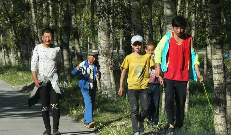 大陸偏鄉存在許多因父母離鄉背井工作而由祖父母隔代教養的留守兒童。記者徐兆玄/攝影