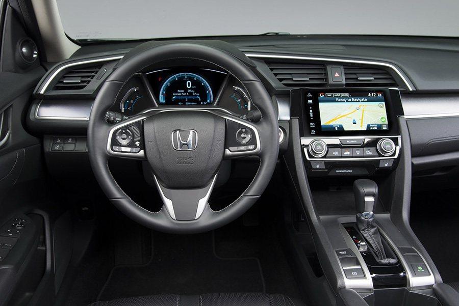全新設計座艙中控台捨棄了現役車款雙螢幕的設定,改回較為簡化的單螢幕顯示系統。 Honda提供