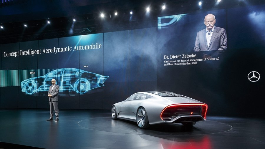 賓士全球總裁Dr.Zetche主Concept IAA發表,並指出該車款是賓士結合大數據造型的概念而開的車款。 圖/Mercedes Benz提供